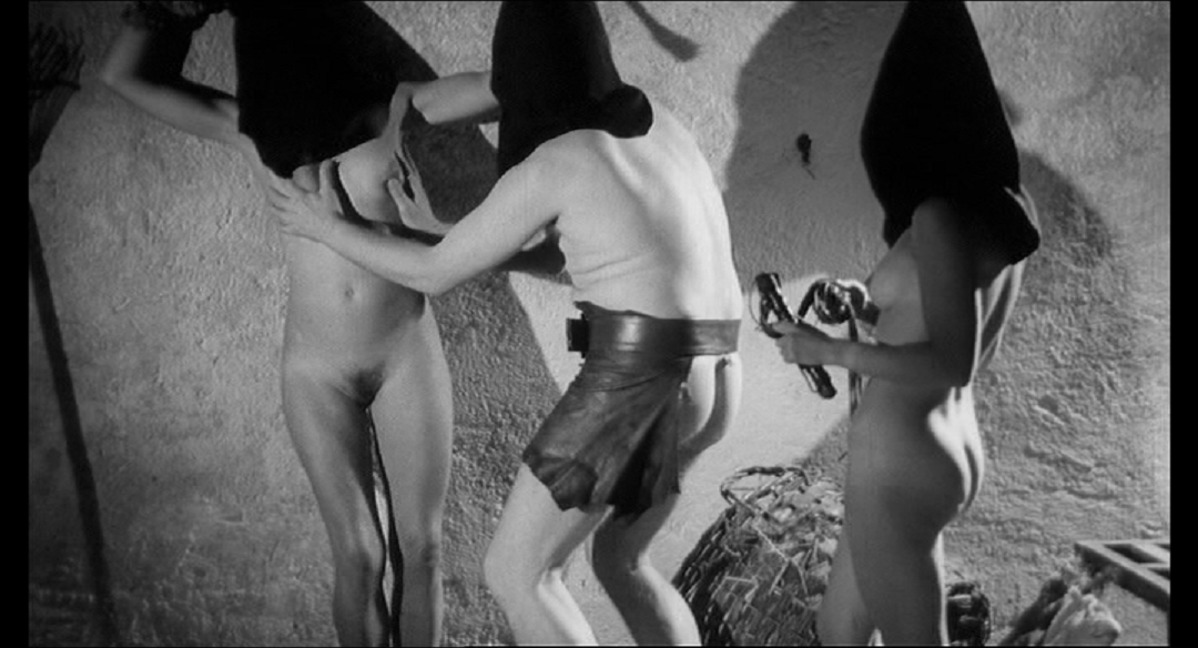 Nackt In Der Folterkammer